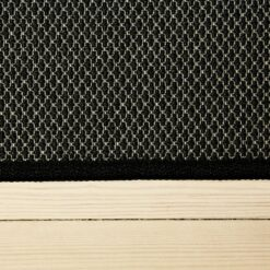 sortfarvet tæppe med mønster og kant fra WeRug